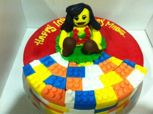 The Lego-themed cake.